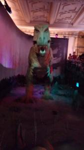 Silmitsi T-Rex-iga